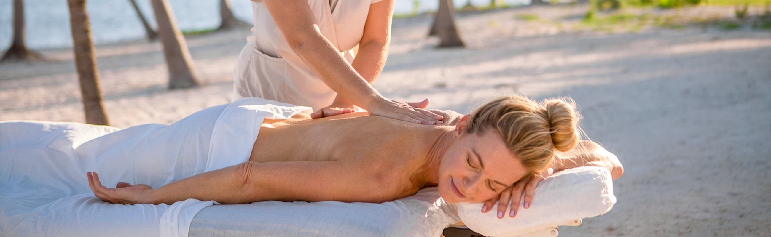 Start or end your dive vacation with a relaxing massage on the beach or in our Tropical Touch day
