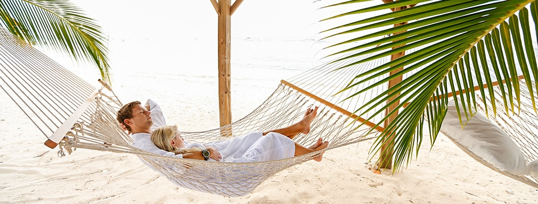 cayman brac couple in beach hammock 1060x403 min
