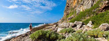cayman brac rocky beach combing 1060x403 min